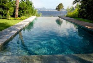 Qu'est-ce qu'une piscine à débordement ?